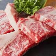 地元の精肉店から仕入れた厳選した肉だけを使用しています。