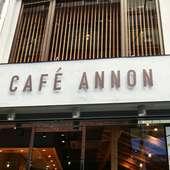 ヨーロッパのカフェのようなお洒落な外観が目印