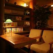 部屋単位での貸し切りの相談も承ってくれます。書斎のように落ち着いた雰囲気が魅力のプライベートな個室空間は、ビジネスシーンにおいても理想的です。