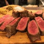 秋田のスイスと言われた東成瀬村の広大な草原で育てられた脂肪分の少ない赤身の美味しいお肉。ヘルシーかつ噛めば噛むほどに赤身の旨味をお楽しみいただけます。