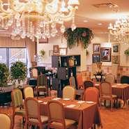 席間隔をしっかりあけたレストランは毎席ごとにしっかりと消毒をしてからご案内。安心してお過ごしください