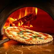 人気のマルゲリータから季節のピッツァ。お子様からご年配の方まで人気の窯焼きピッツァをお楽しみください