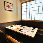 2名様・4名様・8名様向けの完全個室でゆったりと、お好みの鮨や料理のおもてなしができます。大切な記念日や接待にも、落ち着いた空間と極上の料理で、主賓の方にきっと喜んでいただけることでしょう。