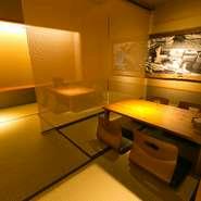 二階の和室は落ち着いた雰囲気でつくられているので、接待や商談など大切な客人を招くときには、最適。魚料理と旨い日本酒は、食通を唸らすにはぴったりの食材。会話も打ち合わせも、淀むことなく流れそうです。