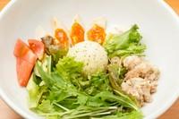 サラダに仕掛けるパフォーマンスが光る『ツナと煮玉子のポテトサラダ』
