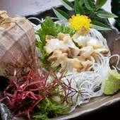 独特の食感がたまらない『活ツブ貝の刺身』