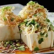 一夜干ししたきびなごを、ふっくらとした天ぷらに仕上げました。天草の塩でお召し上がりください。