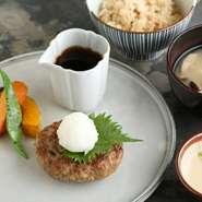 メバルの塩こうじ揚げと野菜のおろしあんかけ、 二八玄米ご飯、 とろろ、 麦味噌汁