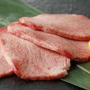 A5ランク以上の松阪牛ヒレ肉を、旨みがしっかり味わえる厚みで提供される一皿。最高級の食材を扱う店だからこそ味わえる、贅沢なお楽しみです。