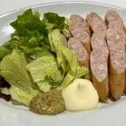 穴子と錦山のだし巻き、鮪やイカ、海老入りの海鮮太巻き寿司です。ボリュームたっぷりの一品。  ハーフ(お味噌汁付) 980円