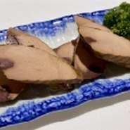ぷりぷりの大きな海老と旬野菜の天麩羅の天丼です。天丼のだしもオリジナル!