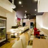 1階のダイニングスペースは、SNS映えするオシャレで明るい空間
