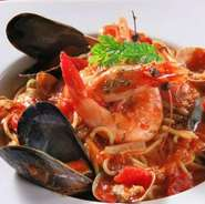 【Locotonte ロコトンテ】お手製パスタは、食べごたえは十分。お食事メインの方もお酒メインの方も大満足間違いなし。
