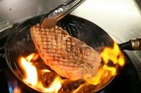 どろぶたの美味しさがダイレクトに感じられる旨みたっぷりの『どろぶたリブロースのステーキ』200g