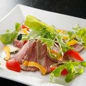 素材本来の魅力が感じられる『ローストビーフのフレッシュ野菜』