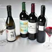 卵型の特製セラーにストックされているワインのほとんどが、山梨・長野産。豊かな自然が育む極上の葡萄からつくられる一本が、素敵なマリアージュを演出する出番を待ちわびています。