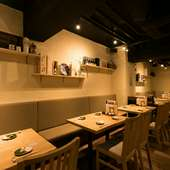 【28席】オープンキッチン正面、28名迄お使い頂けるテーブル席