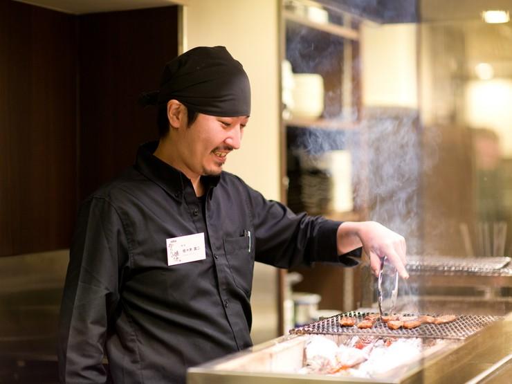 笑顔の接客はより美味しいお料理へとつながる