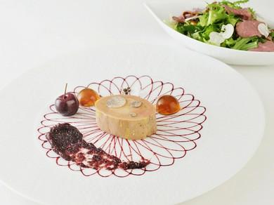 鴨のフォワグラのコンフィ 黒無花果のチャツネ ポルト ソーテルヌ マイスソテー 胡桃 鴨胸肉フュメのサラダ
