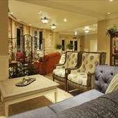 広い空間を贅沢に使用した、優美な邸宅レストラン