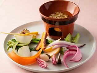 彩り鮮やか。濃い味に感動する、八街産のオーガニックな旬の根菜