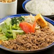 どこか懐かしい、昔ながらの優しい味わい。創業から46年以上続く【牛舎】の歴史を共に歩む、変わらぬ味わいを堪能できます。ノスタルジーを感じながらいただく、日本ならではの本格洋食は格別です。