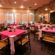 手入れの行き届いた昭和レトロな店内で、印象に残るパーティーができます。高級レストランで腕を磨いたシェフが守り続ける、創業時から変わらぬ、渋谷の本格洋食をいただきながら、仲間との親交を深められます。
