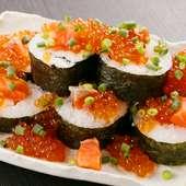 こぼれイクラとぶつ切りサーモンの親子寿司『ぶっかけ溢れ寿司』