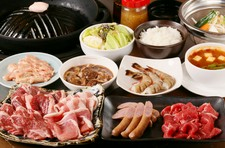 当店自慢の生ラムや八雲豚をはじめ、全7種類のお肉や海老、野菜など思いっきりご堪能ください。
