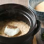 旨みが凝縮された『鯛の土鍋めし』