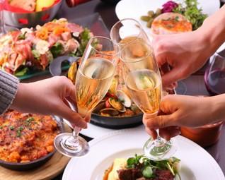 シェフが最高に旬な食材を使用し、情熱と感性で紡ぎ出すお客様だけの特別ディナーコースです