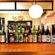 伊勢志摩サミットでは、乾杯酒として振舞われた『半蔵 純米大吟醸』も扱っています。他にも、『瀧自慢』・『るみ子の酒』といった三重の地酒を中心にラインナップ。日本各地の酒蔵からも選りすぐっています。