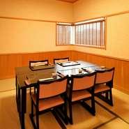 隅々にまで行き届いた配慮と、日本古来の趣きを大切にした設え。三重の旨みが凝縮された会席は、遠方から訪れた客人に、あるいは、来日した海外の方にも喜ばれること請け合いです。4名様での個室もご用意ございます