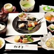 食材や味付け、調理法などそれぞれに異なるおばんざいは日替わりで5種類。手間をかけて完成された匠の技をランチ限定のリーズナブルな価格でいただけます。