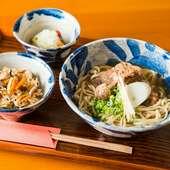 コシと香りを楽しむ麺と、優しい味わいの出汁でいただく『自家製麺の沖縄そば』