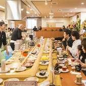 活気ある寿司職人ばかりなので、気軽に好みの寿司を注文できる