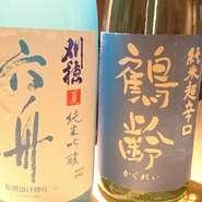 利酒師の資格を持つ店主が選りすぐる日本酒は、その時々に変わる、まさに一期一会の一本。ネタの旨みと合わさることで、香りや美味しさもさらに深みを増していきます。