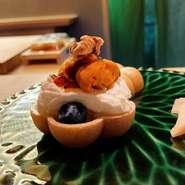 甘味と酸味と本山葵のバランスを大切に、栃木県産の干しかんぴょうをじっくりと厳選醤油で炊き上げています。