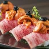 ウニとキャビアを贅沢に盛った究極の肉寿司『霜降り牛の握り』