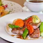 オードヴルサラダ スープ 肉料理 自家製パン ¥1.000 おまかせサラダ スープ 肉料理 パン  デザート、コーヒー付き:1850円