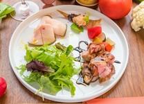 前菜~〆のお蕎麦のシンプルなコースです。 〆の前にお腹の具合に応じてアラカルトをご注文いただけます。