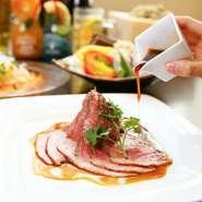 【KICHIRI MOLLIS】のコースには豪華な食材も!こぼれいくらや大人気のローストビーフが含まれています!昨年人気のチーズタッカルビもご用意しております。