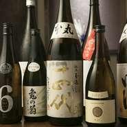 和食の味を引き立ててくれるお酒は、全国各地の日本酒の中から選りすぐった銘柄がラインナップ。時期に合わせ入荷する季節のお酒も揃えられています。メニューに記載がない一点ものや希少酒に出合えることも。