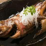 出汁や調味料で味付けし、煮たたせ一気に旨みを凝縮させています。身が柔らかく、上質な脂の乗り。煮付けは、高級魚「キンキ」を丸ごと一尾味わい尽くし、その魅力を堪能できるメニューです。