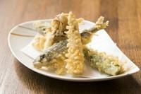 旬の食材を一つずつ丁寧に揚げていく『季節の天ぷら』