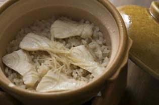お米一粒ずつに旨みが凝縮されていく『鯛めし』