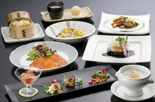 フカヒレとズワイ蟹入り芙蓉スープ・やわらか牛肉と季節野菜の豆鼓炒めがついた蟹とお肉を楽しめるコース。