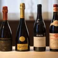 ワインは一部シャンパーニュを扱う以外、イタリア産だけを厳選し、常時200種ほどをオンリスト。さらにグラスワインも20〜30種と豊富に揃い、ソムリエが料理に寄り添うワインを提案してくれます。
