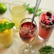 料理はアラカルト+飲み物は飲み放題もございます。飲み放題コースは3980円~7000円とバリエーション豊富にございます。