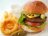 自家製パテに採れたて野菜たっぷり!『アンカフェ ハンバーガー』